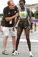 Falmouth Road Race, Catherine Ndereba gets assist from Craig Virgin