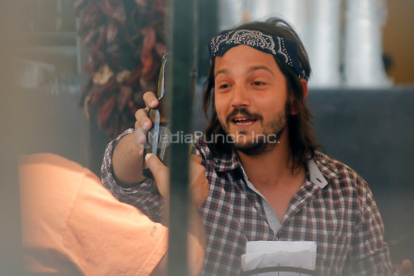 Diego Luna eating tacos and drinking beer during a private lunch with the director and the production staff of his new film, 'Chavez' in Hermosillo, Sonora, Mexico. June 2, 2012. © Baldemar de los LLanos/NortePhoto/MediaPunch Inc. ***NO MEXICO*** ***NO SPAIN***
