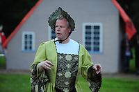 ALGEMEEN: KATLIJK: Bisschoplaan (weiland omzoomd door bomen), 06-06-2012, Kostuumrepetitie Iepenloftspul Ketlik-Mildam 'De Hear fan Ocksefurd', Hear fan Ocksefurd (Frits Oosterhof), ©foto Martin de Jong