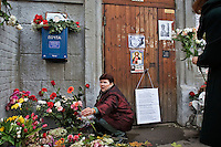 Moscow, Russia, 08/10/2006.&amp;#xA;Mourners lay flowers and other gifts outside the apartment of Anna Politovskaya, Novaya Gazyeta journalist murdered in an apparent contract killing believed to be connected with her work.<br />