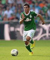 FUSSBALL   1. BUNDESLIGA   SAISON 2013/2014   2. SPIELTAG SV Werder Bremen - FC Augsburg       11.08.2013 Oezkan Yildirim (SV Werder Bremen) am Ball
