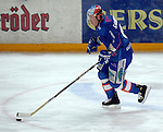Eishockey, DEL, Deutsche Eishockey Liga 2003/2004 , 1.Bundesliga Arena Nuernberg (Germany) Nuernberg Ice Tigers - Iserlohn Roosters (7:2) Christian Hommel (Iserlohn) am Puck