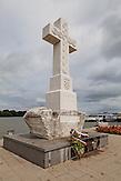 Das Kreuz an der Donau in Vukovar erinnert an die Toten des vergangenen Bürgerkrieges. / The cross on the Danube in Vukovar commemorates the dead of the last civil war.