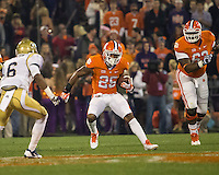 The eighth ranked Clemson Tigers defeat the Georgia Tech Yellow Jackets at Death Valley 55-31 in an ACC matchup.  Clemson Tigers running back Roderick McDowell (25), Georgia Tech Yellow Jackets defensive back Chris Milton (6)