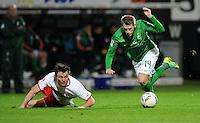 FUSSBALL   1. BUNDESLIGA   SAISON 2011/2012    14. SPIELTAG SV Werder Bremen - VfB Stuttgart       27.11.2011 William KVIST (li, Stuttgart) gegen Aaron HUNT (re, Bremen)