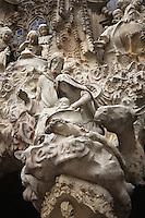 Nativity scene, sculptures by Jaume Busquets; cherubs, sculptures by Etsuro Sotoo, Charity hallway, Nativity façade, La Sagrada Familia, Roman Catholic basilica, Barcelona, Catalonia, Spain, built by Antoni Gaudí (Reus 1852 ? Barcelona 1926) from 1883 to his death. Still incomplete. Picture by Manuel Cohen