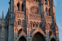 Western facade, the 3 portals, the gallery of the 22 kings, the rose window, Amiens Cathedral, 13th century, Amiens, Somme, Picardie, France Picture by Manuel Cohen