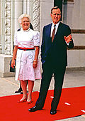 United States President George H.W. Bush and first lady Barbara Bush await the arrival of world leaders to the 1990 Economic Summit of Industrialized Nation in Houston, Texas on July 8, 1990.<br /> Credit: Ron Sachs / CNP