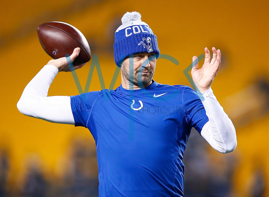 Matt Hasselbeck #8 of the Indianapolis Colts warms up prior to the game against the Pittsburgh Steelers at Heinz Field on December 6, 2015 in Pittsburgh, Pennsylvania. (Photo by Jared Wickerham/DKPittsburghSports)