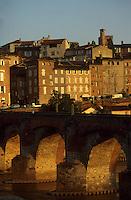 Europe/France/Midi-Pyrénées/81/Tarn/ Albi: Le pont vieux, les maisons sur le Tarn