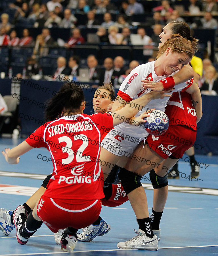 BELGRADE, SERBIA - DECEMBER 22:  Mette Bjorholm Gravholt (C) of Denmark is challenged Karolina Szwed (L) of Poland  during the World Women's Handball Championship 2013 Bronze medal match between Denmark and Poland at Kombank Arena Hall on December 22, 2013 in Belgrade, Serbia. (Photo by Srdjan Stevanovic/Getty Images)