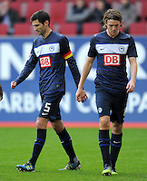 FUSSBALL   1. BUNDESLIGA  SAISON 2011/2012   23. Spieltag FC Augsburg - Hertha BSC Berlin          25.02.2012 Andre Mijatovic (li,) mit Peter Niemeyer (Hertha BSC Berlin)
