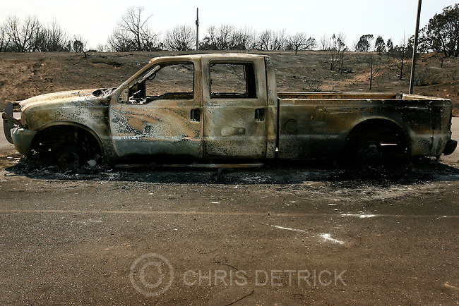Cove Fort, UT--7/9/07--3:41:22 PM--.A burned out truck at the  Cove Fort Cheveron/Subway store...*************************.Monday fire coverage..Gillies Mountain..Chris Detrick/The Salt Lake Tribune.File #_1CD1043....`..