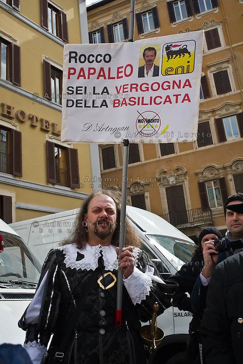 ROMA 15/03/2012: Inizia la XVII Legislatura della Repubblica Italiana. L'ingresso degli Onorevoli a Montecitorio. Nella foto  FOTO DI LORETO ADAMO