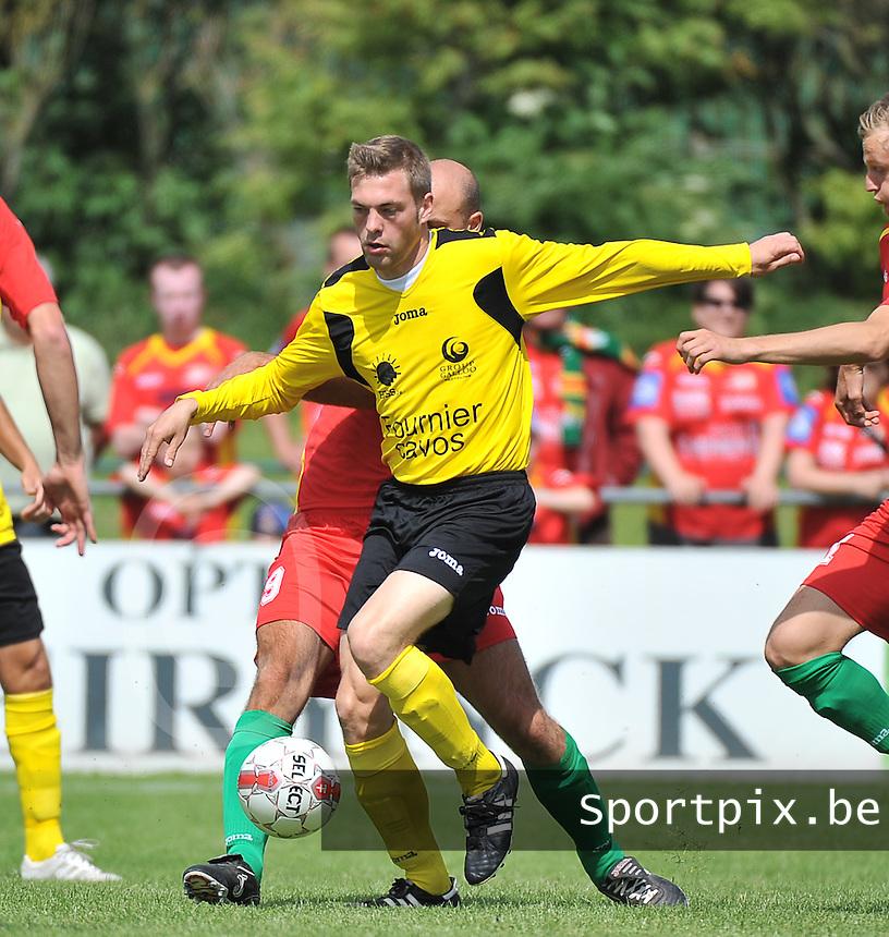 Sporting Menen - KV Oostende : Tom Vannieuwenhuyze aan de bal <br /> foto VDB / Bart Vandenbroucke