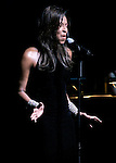 Natalie Cole performs at the Segerstrom Center For The  Arts at their 2005 Candlelight dinner.