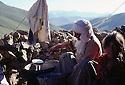 Turquie 1981.Transhumance chez les kurdes sur les hauts plateaux de la region de Van, femme preparant le yaourt.Turkey 1981.In the district of Van, to summer pastures, woman preparing yoghurt<br /> تورکیا سالی 1981, ناوچه ی وان, کاتی هه واروکویستان, به کولاندنی شیر خه ریکی ماست دروست کردنه