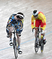 CALI – COLOMBIA – 19-02-2017: Erik Balzer (Izq.) de Alemania y Juan Peralta (Der.) de España en la prueba Velocidad hombres en el Velodromo Alcides Nieto Patiño, sede de la III Valida de la Copa Mundo UCI de Pista de Cali 2017. / Erik Balzer (L) from Alemania and Juan Peralta (R) from Spain in the Men´s Sprint Race at the Alcides Nieto Patiño Velodrome, home of the III Valid of the World Cup UCI de Cali Track 2017. Photo: VizzorImage / Luis Ramirez / Staff.