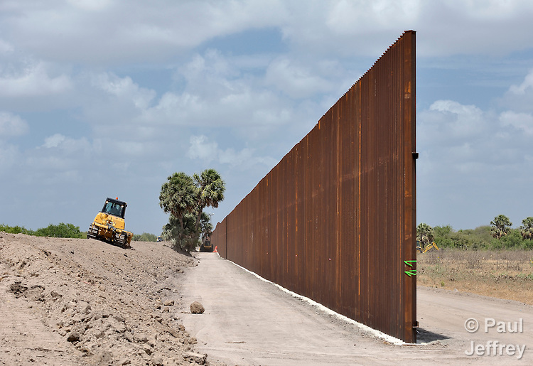Wall Construction In Us : Wall along the us mexico border kairosphotos images by