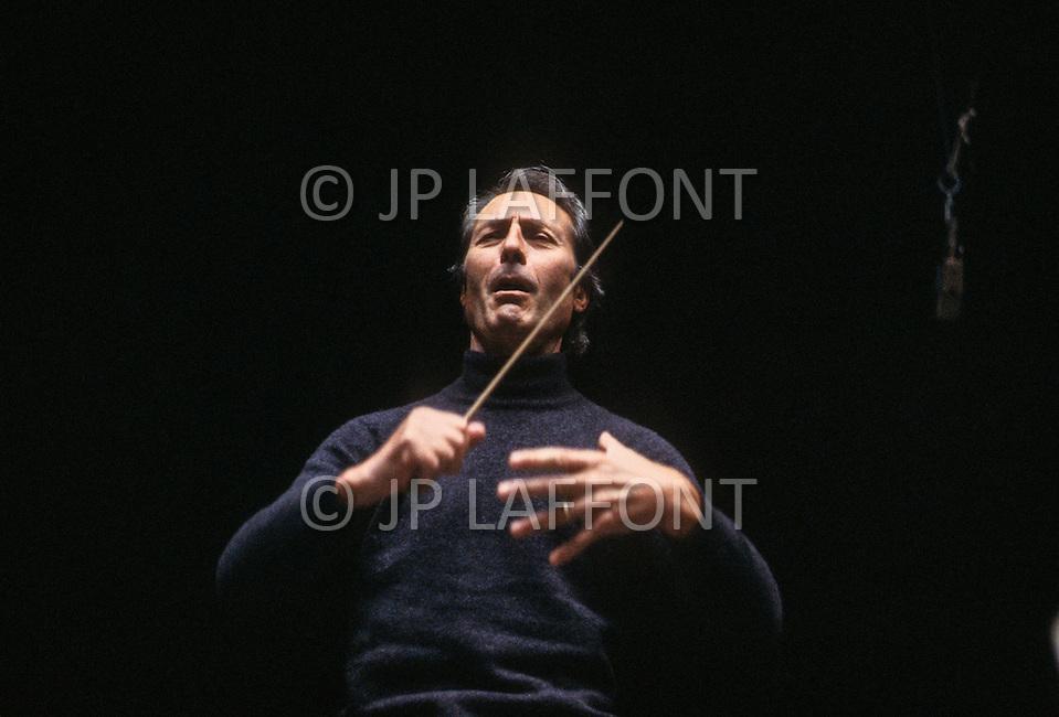 Carlo Maria Giulini Benjamin Britten Giulini Conducts Britten