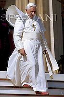 General audience Pope Benedict XVI  in St. Peter's Square at the Vatican. October 3, 2007