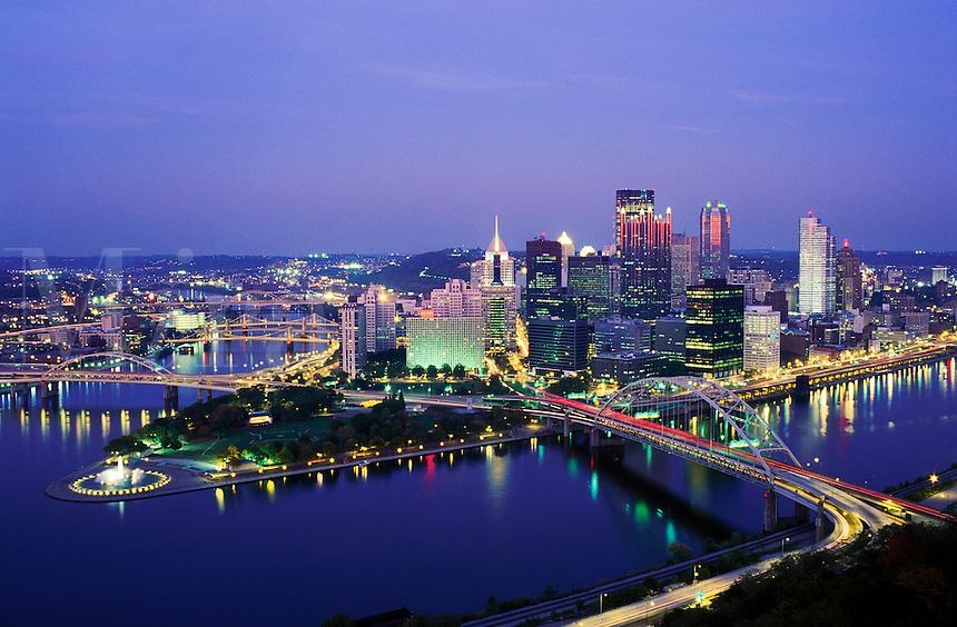 USA, Pennsylvania, Pittsburgh. Skyline at dusk