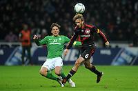 FUSSBALL   1. BUNDESLIGA   SAISON 2011/2012   19. SPIELTAG Werder Bremen - Bayer 04 Leverkusen                    28.01.2012 Clemens Fritz (li, SV Werder Bremen) gegen Simon Rolfes (re, Bayer 04 Leverkusen)