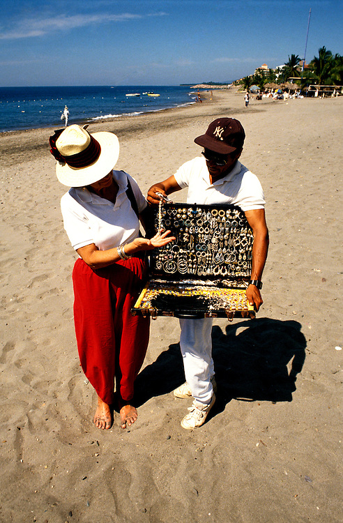 Mexico: Puerto Vallarta.  Selling silver on the beach.  Photo mxpuer103.  Photo copyright Lee Foster, www.fostertravel.com, 510/549-2202, lee@fostertravel.com