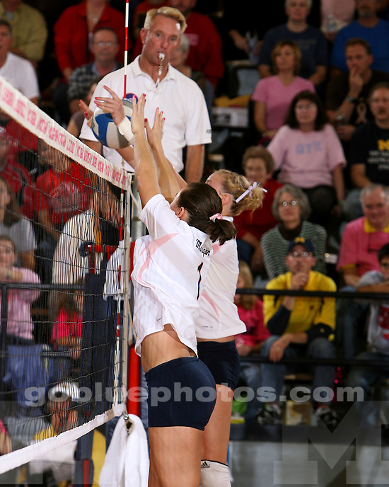 10/30/09.Cliff Keen Arena.University of Michigan vs Wisconsin Volleyball.Wisconsin Win