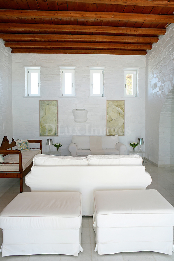 ARROUET IS A BELGIAN BUISNESMAN.THIS IS HIS SUMMER HOUSE IN PAROS ISLAND GREECE. A TRADITIONAL DESIGN MIXED WITH MODERN APPLIANCES, GIVING AN ELEGANT EFFECT WITH MINIMAL FURNISHING AND CONTEMPORARY ACCESSORIES.