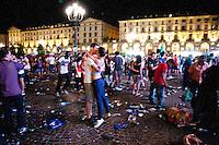 01/07/2012 Finale dei campionati europei di calcio 2012  Italia - Spagna: delusione dei tifosi in piazza a Torino. Una coppia si bacia tra la folla e i rifiuti abbandonati per terra.