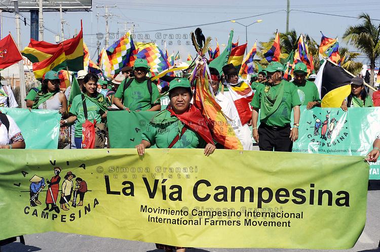 Messico, Cancun 7 Dicembre 2010.Corteo  contro il vertice COP 16 sul clima.Mexico, Cancun . March against cop 16.