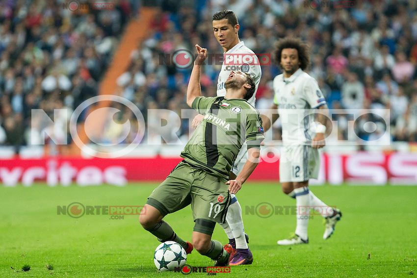 Real Madrid's Cristiano Ronaldo Legia Warszawa's Bartosz Bereszynski during the match of UEFA Champions League group stage between Real Madrid and Legia de Varsovia at Santiago Bernabeu Stadium in Madrid, Spain. October 18, 2016. (ALTERPHOTOS/Rodrigo Jimenez) /NORTEPHOTO.COM