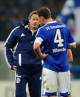 FUSSBALL   DFB POKAL    SAISON 2012/2013    ACHTELFINALE FC Schalke 04 - FSV Mainz 05                          18.12.2012 Trainer Jens Keller (li) und Benedikt Hoewedes (re, beide FC Schalke 04) sind nach dem Abpfiff enttaeuscht