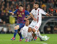 FUSSBALL  CHAMPIONS LEAGUE  VIERTELFINAL RUECKSPIEL   2011/2012      FC Barcelona - AC Mailand           03.04.2012 Lionel Messi (li,Barca)  gegen Antonio Nocerino (AC Mailand)