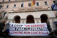Roma 4 Novembre 2015<br /> Lavoratori della coop Un Sorriso, che gestiva il centro d accoglienza per migranti, di Tor Sapienza, hanno protestato presso l'Osservatorio sul Mercato e le Condizioni di Lavoro del Comune di Roma per il mancato pagamento di molte mensilit&agrave; di stipendi.<br /> Rome November 4, 2015<br /> Workers of the coop A Smile, who ran the center of welcome for immigrants, to Tor Sapienza, have protested  at the Observatory on the market and working conditions  of the City of Rome for nonpayment of many salaries.