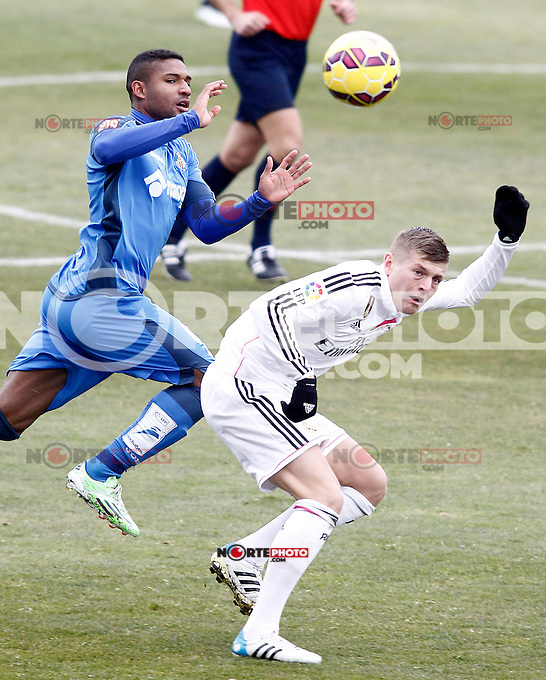 Getafe's Jorge Sammir (l) and Real Madrid's Toni Kroos during La Liga match.January 18,2013. (ALTERPHOTOS/Acero) /NortePhoto<br />
