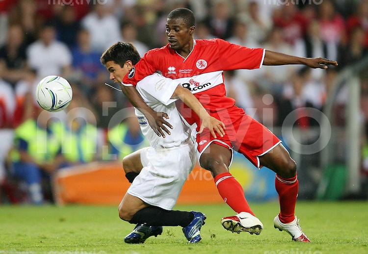 Fussball International  UEFA-Cup Finale  Saison 2005/2006 FC Middlesbrough - FC Sevilla 4:0        George BOATENG (re,Middlesbrough) gegen SAVIOLA (li, Sevilla)