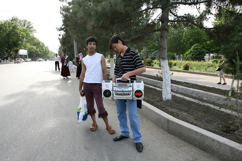 Uzbeks waiting for the bus in Samarkand