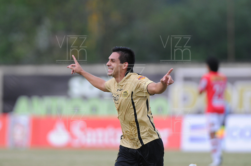 ITAGUÍ -COLOMBIA, 30-07-2013. Jorge Aguirre de Itagüí celebra un gol ante J. Aurich durante partido de la primera fase en la Copa Total Sudamericana jugado en el estadio Metropolitano Ciudad de Itagüí./ Itagüi player Jorge Aguirre celebrates a goal against J. Aurich during match of the first phase of Copa Total Sudamericana played at Metropolitano Ciudad de Itagüi stadium. Photo: VizzorImage/Luis Rios/ STR