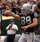 Oakland Raiders tight end Doug Jolley (88) on Sunday, September 28, 2003, in Oakland, California. The Raiders defeated the Chargers 34-31 in overtime.