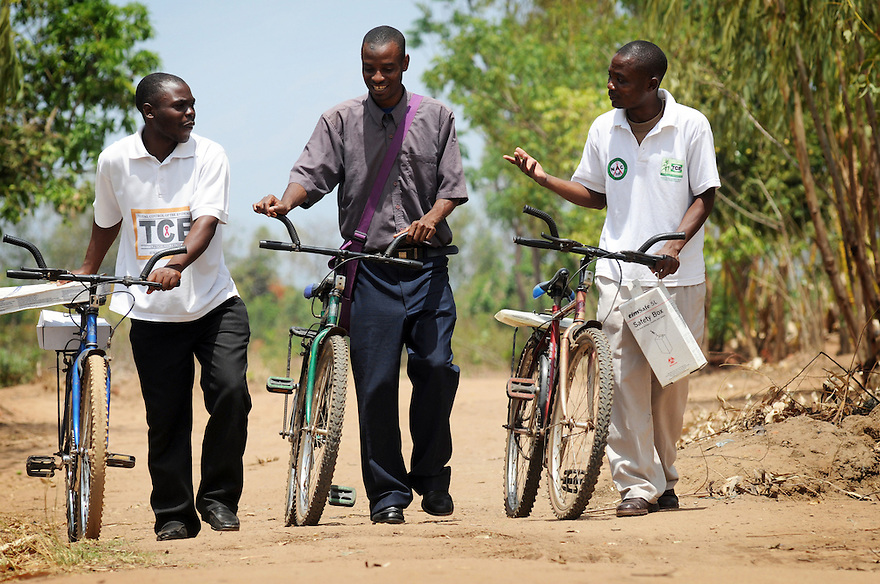 MOBILE HIV TESTING UNIT HENRY SAMSON, 26, DYTON CHINGANYAMA, 25 AND MALIZANI GEORGE, 27 ARRIVE IN THE VILLAGE OF KASARIKA, MALAWI, TO DO HOUSE TO HOUSE TESTING. PART OF THE GOOD SAMARITAN PROJECT. PICTURE BY CLARE KENDALL. 5/11/12