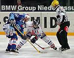 Eishockey, DEL, Deutsche Eishockey Liga 2003/2004 , 1.Bundesliga, Arena Nuernberg (Germany) Nuernberg Ice Tigers - Adler Mannheim (2:1 n.p.) Bully, links Devin Edgerton (Mannheim) mitte Greg Leeb (IceTigers)