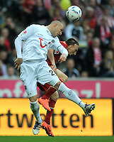 FUSSBALL   1. BUNDESLIGA  SAISON 2011/2012   27. Spieltag FC Bayern Muenchen - Hannover 96       24.03.2012 Christian Pander (li, Hannover 96) gegen Franck Ribery (FC Bayern Muenchen)