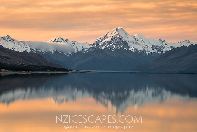 Sunset  on highest mountain in New Zealand, Aoraki, Mount Cook 3724m, with its reflection in Lake Pukaki, Aoraki, Mount Cook National Park, UNESCO World Heritage Area, Mackenzie Country, Canterbury, New Zealand, NZ