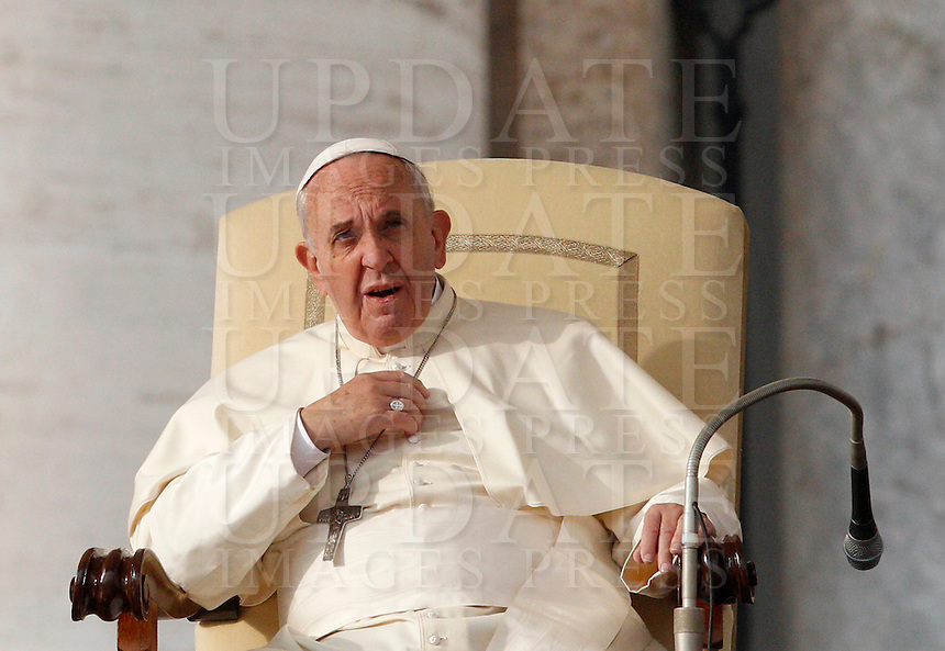 Papa Francesco tiene l'udienza generale del mercoledi' in Piazza San Pietro, Citta' del Vaticano, 26 novembre 2014.<br /> Pope Francis attends his weekly general audience in St. Peter's Square at the Vatican, 26 November 2014.<br /> UPDATE IMAGES PRESS/Riccardo De Luca<br /> <br /> STRICTLY ONLY FOR EDITORIAL USE