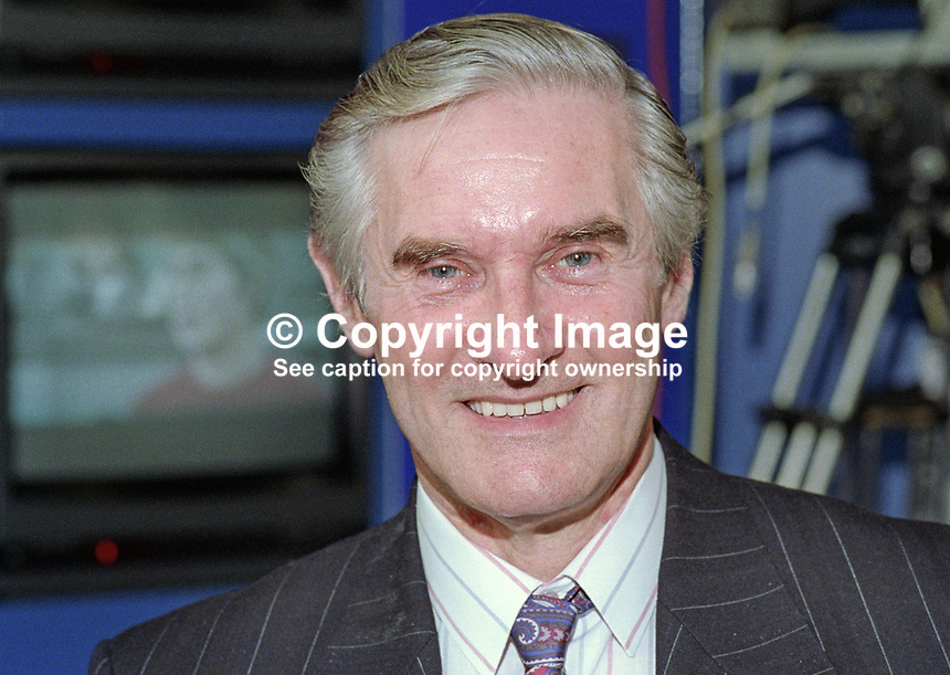 Derek Foster, MP, Labour Party, UK, taken annual conference October 1992. 19921025DF..Copyright Image from Victor Patterson, 54 Dorchester Park, Belfast, UK, BT9 6RJ..Tel: +44 28 9066 1296.Mob: +44 7802 353836.Voicemail +44 20 8816 7153.Skype: victorpattersonbelfast.Email: victorpatterson@me.com.Email: victorpatterson@ireland.com (back-up)..IMPORTANT: If you wish to use this image or any other of my images please go to www.victorpatterson.com and click on the Terms & Conditions. Then contact me by email or phone with the reference number(s) of the image(s) concerned.