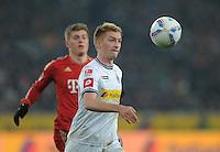 FUSSBALL   1. BUNDESLIGA  SAISON 2011/2012   18.  Spieltag   20.01.2012 Borussia Moenchengladbach   - FC Bayern Muenchen  Marco Reus (vorn, Borussia Moenchengladbach) mit Ball gegen Toni Kroos (hinten, FC Bayern Muenchen)