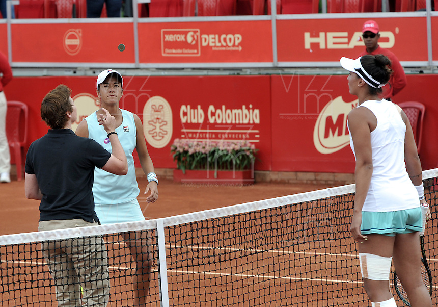 BOGOTA - COLOMBIA - 16-04-2016: Paula Goncalves de Brasil y Silvia Soler of Spain, durante partido por el Claro Colsanitas WTA, que se realiza en el Club El Rancho de Bogota. / Silvia Soler of Spain, and Paula Goncalves of Brazil, during a match for the WTA Claro Colsanitas, which takes place at Club El Rancho de Bogota. Photo: VizzorImage / Luis Ramirez / Staff.