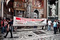 Movimenti per il Diritto all'Abitare occupano  la Basilica di San Giovanni